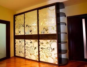 Зразки шафи купе з комбінованими дверими